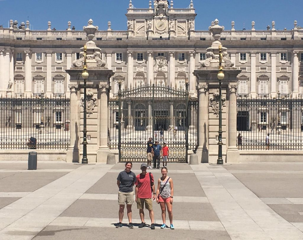 Image of the Sackbut Trio in front of Palacio Real